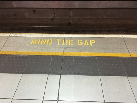 mind-the-gap-882368_1920